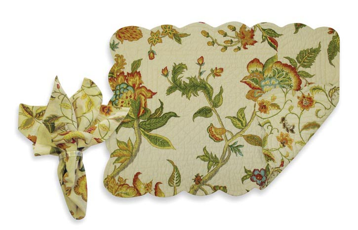 Amora Reversible Quilted Placemat and Napkin, $15.99 花卉雙面餐具墊、餐巾 At Bed Bath & Beyond,  bedbathandbeyond.ca , 604 904 1118