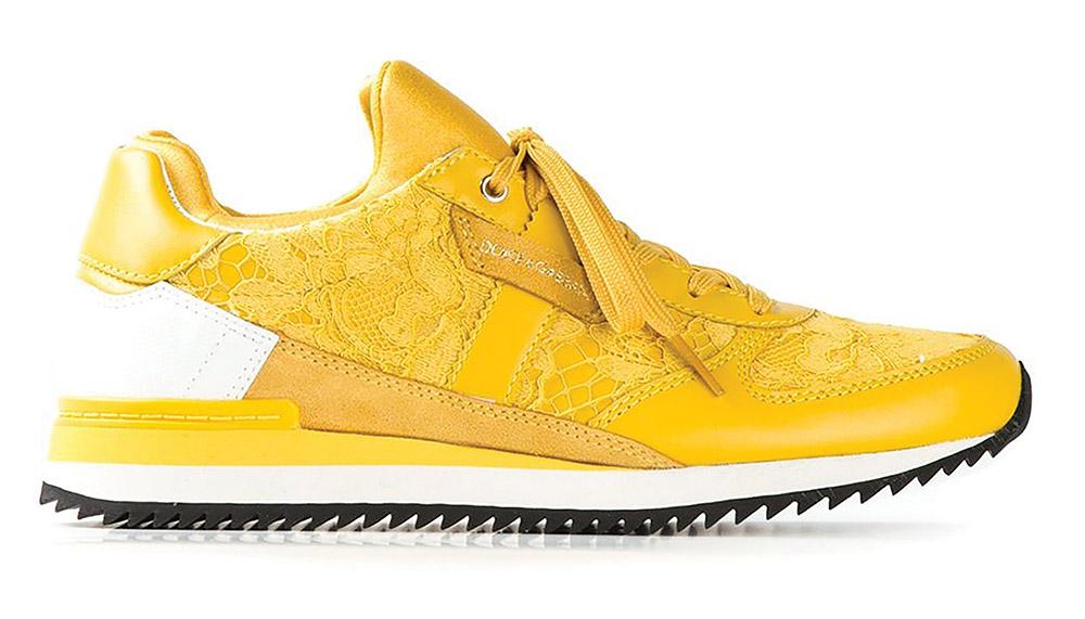 Dolce & Gabbana Lace Sneakers 杜嘉.班納蕾絲運動鞋 $783 黃色蕾絲設計可以讓中性的運動鞋也充滿女性的明豔細膩。不用穿著杜嘉.班納去健身房,穿它和朋友們逛街倒是再合適不過。 At Holt Renfrew, (604) 681-3121, holtrenfrew.com