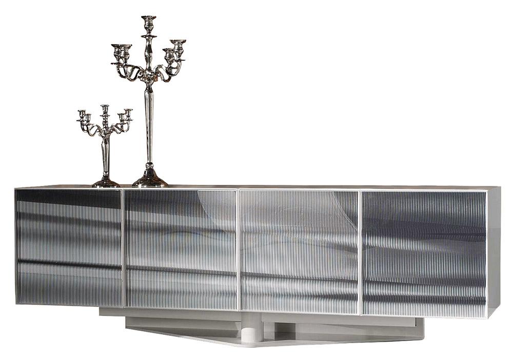Roche Bobois OPTO Sideboard, $9,865 現代風格的邊櫃帶來酷銳的金屬風,醒目的面板和獨特的底座讓設計感進一步提升。 At Roche Bobois, (604) 633-5005 roche-bobois.com