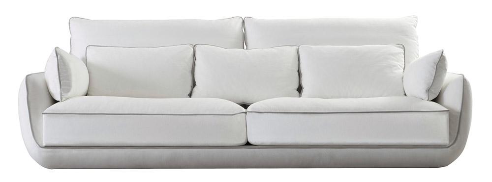 Roche Bobois Approche Large 3-Seat Sofa, Starting at $7,535 線條款曼的沙發,包裹得如一朵柔軟的雲彩,自由地漂浮在空間中。 At Roche Bobois, (604) 633-5005 roche-bobois.com