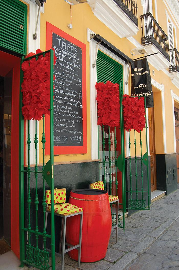 去西班牙當地特色小店中品嚐美食,可以感受到當地人們的生活氛圍。