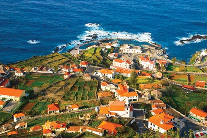 自15世紀起,前往新大陸的船舶經常停靠在這座偏遠的大西洋島嶼上,其珍貴的Madeira酒至今仍舉世聞名。