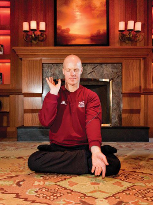 法輪功第五套功法為靜功,即打坐,這種寧靜祥和的修煉方式,讓Martins逐漸尋找到了內心的安寧。