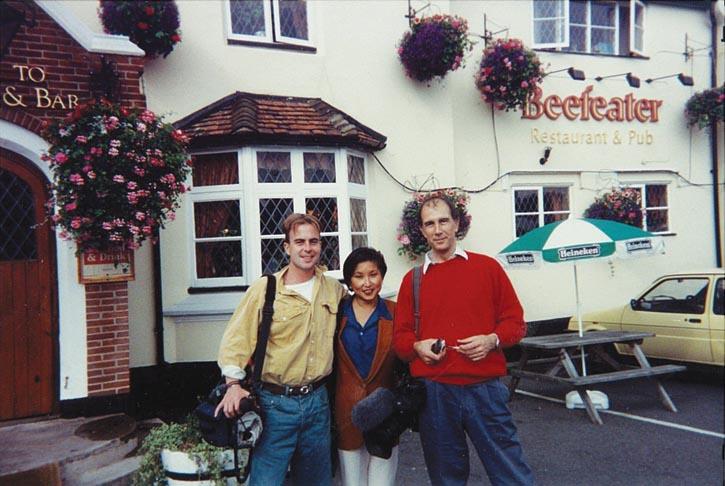 Patricia和她在CBC的團隊於英國採訪。