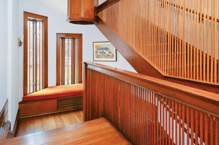 排列細密的樓梯欄杆,會讓你產生它們在流動的錯覺。