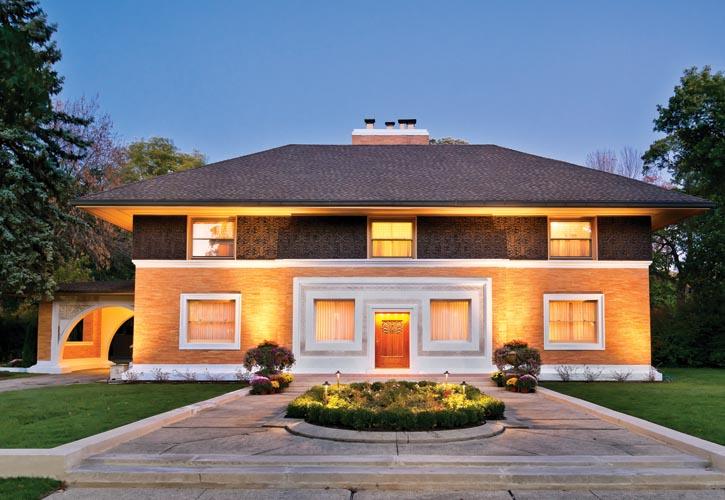Frank Lloyd Wright的第一個獨立項目——Winslow宅邸正面。