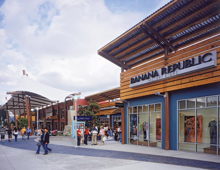 西雅圖精品大賣場則是一處時尚購物的天堂。