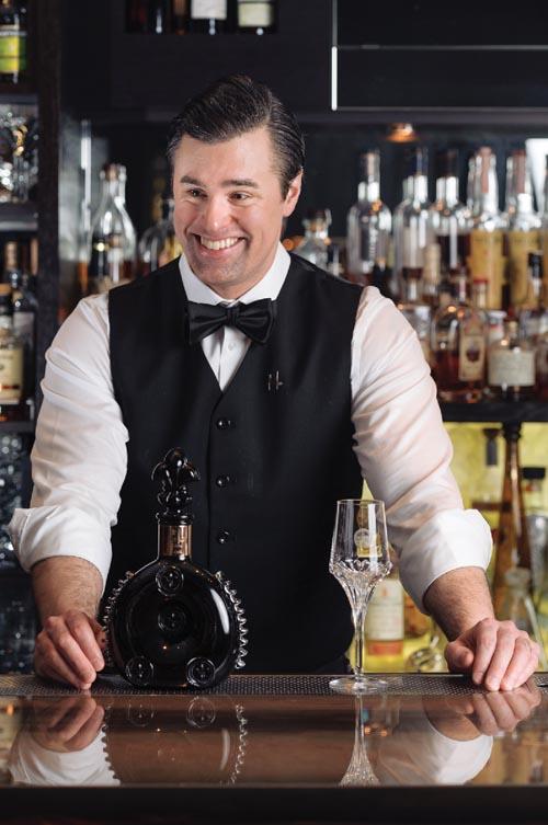 Hawksworth餐廳調酒師Cooper Tardivel非常健談,他給我們講述了自己前往法國人頭馬的酒窖,探尋天蘊干邑被發現地方的經歷。