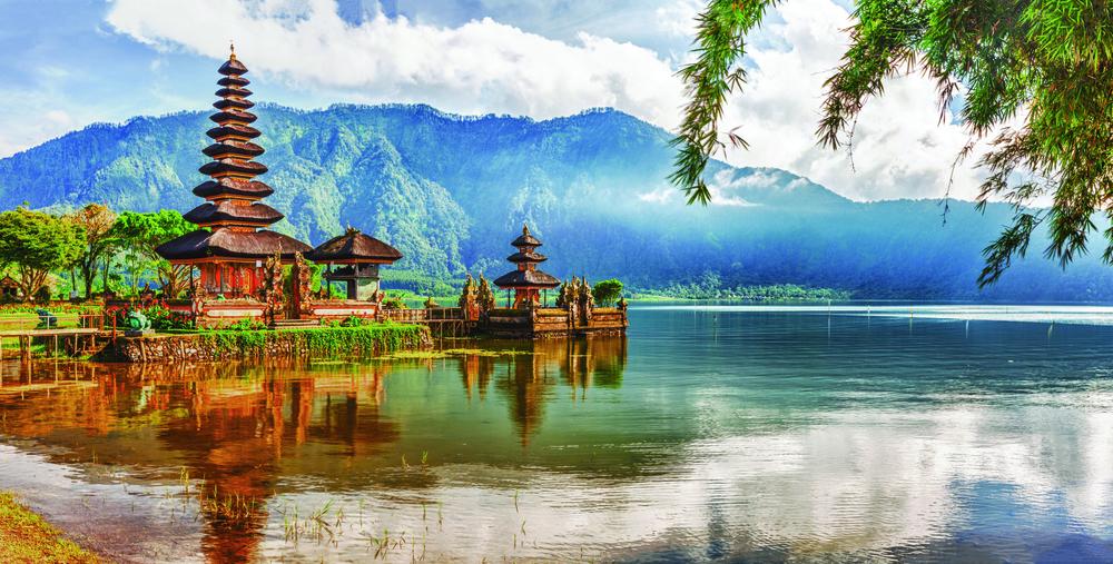 Pura Ulun Danu,水神廟,巴厘島最具有代表性的建築物之一,坐落在Bratan湖上,供奉和祭祀湖泊女神。