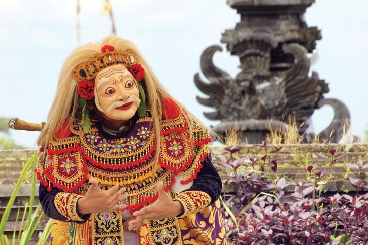 在布撒基傳統儀式的表演