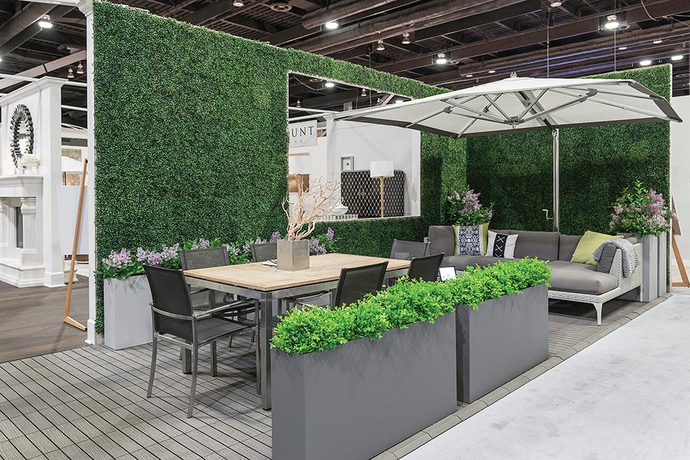 庭院,由Mike Rogers Bespoke Design設計。植物和花盆由Object Outdoors提供。家具和裝飾品來自Brougham Interiors。地板由Kandy Flooring提供。
