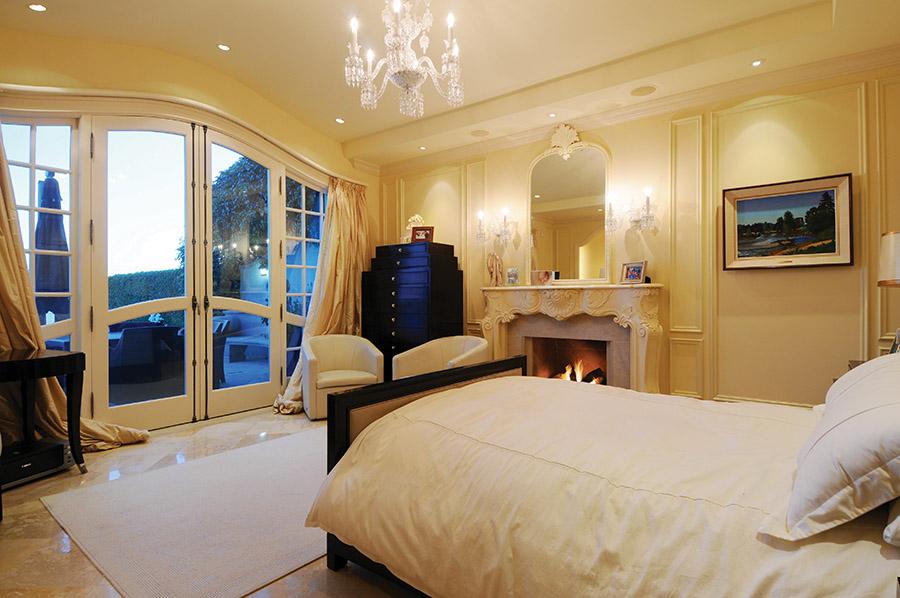 每間臥室都可以觀賞到美麗的海景,還安裝有溫暖的壁爐。
