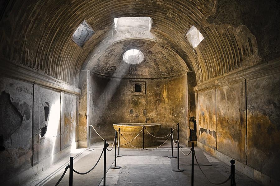 公共浴池或溫泉,是當年羅馬的社交中心。據說,人們在這裏談正事的時間比在參議院還多。