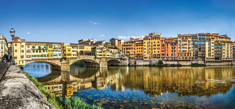 佛羅倫薩在第二次世界大戰時受損嚴重,城內所有的橋樑都被炸毀,唯有維琪奧橋,也稱舊橋倖免於難。今天,這座橋上雲集了佛羅倫薩最頂級的珠寶店。