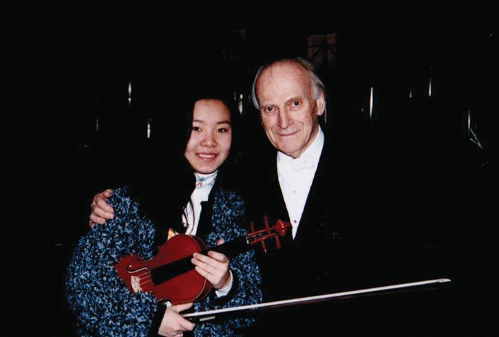與小提琴泰斗Yehudi Menuhin合影。