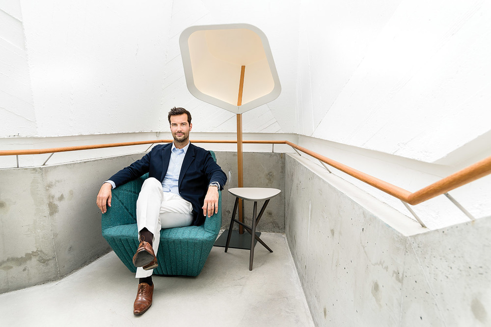Antoine Roset從紐約來到溫哥華的Livingspace的家具店,這裏是Ligne Roset在加西的代理商。