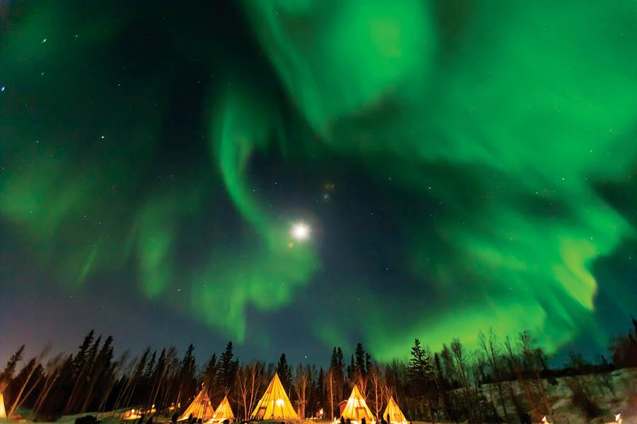 無論你被北極光的科學現象迷住,還是為能拍到奇妙的照片而開心,這北方天空中的奇觀都滋養著我們的心靈。(norikko/shutterstock.com )