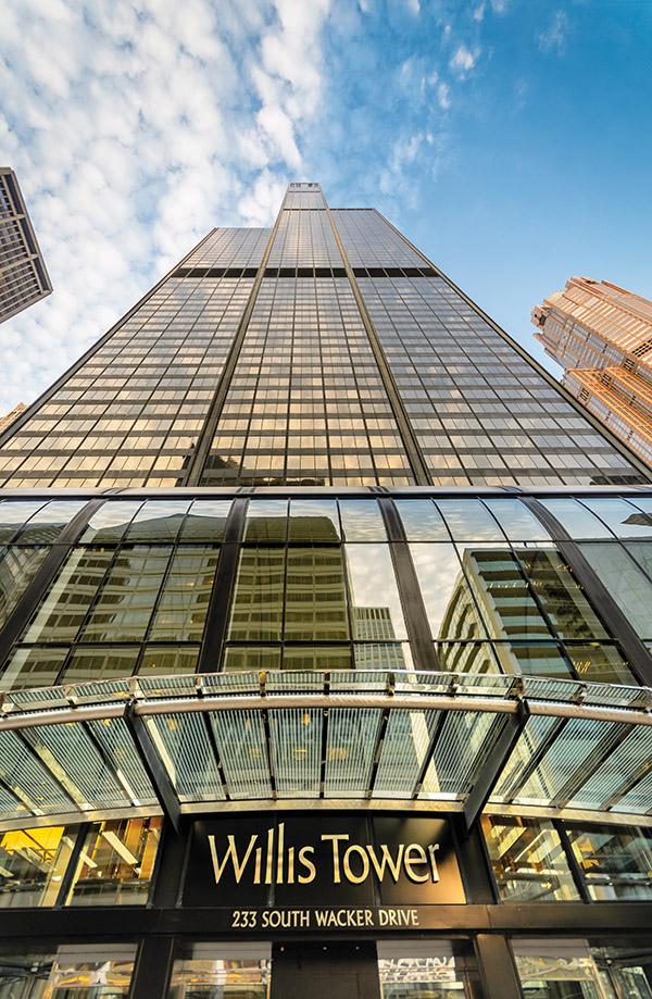 威利斯大廈(Willis Tower)高達1,450呎,是全美第二高建築。(Manuel Hurtado/shutterstock.com )