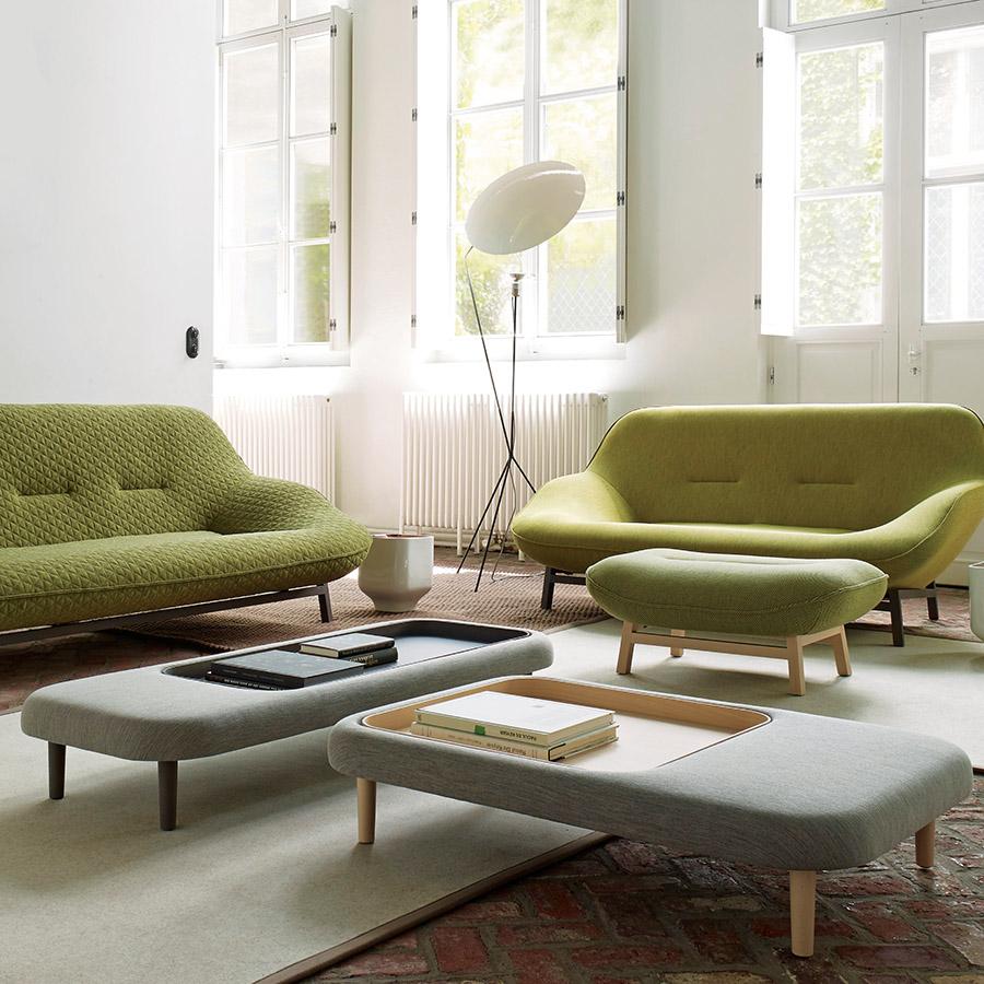 坐凳一樣的「Fraga咖啡桌」,融合了硬朗和柔軟的質感。