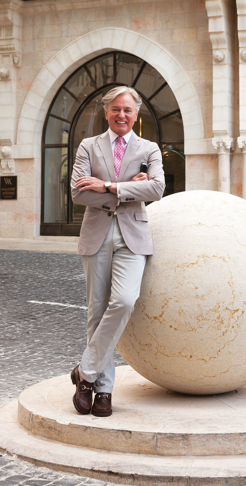 白爵飛先生是「白爵飛公司」的創始人。他最近與羅里克ف托賓先生共同成立了「B&T環球有限公司」,為世界各地的貴賓們提供設計服務。