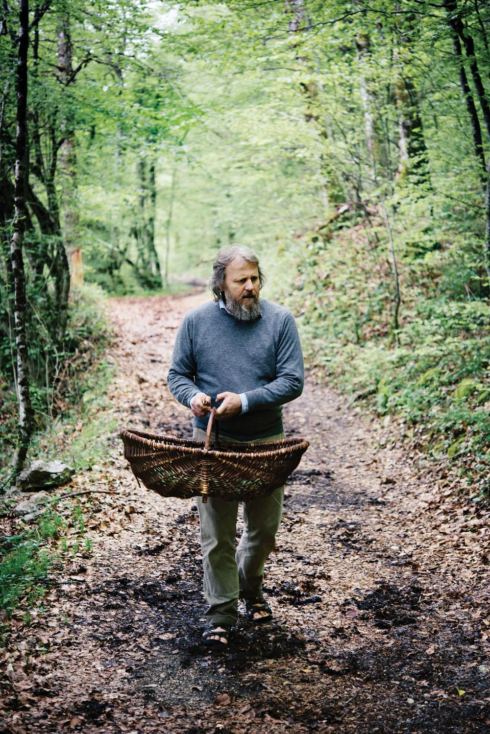 Stéphane在法國阿爾卑斯山中的蔥仁谷採草藥