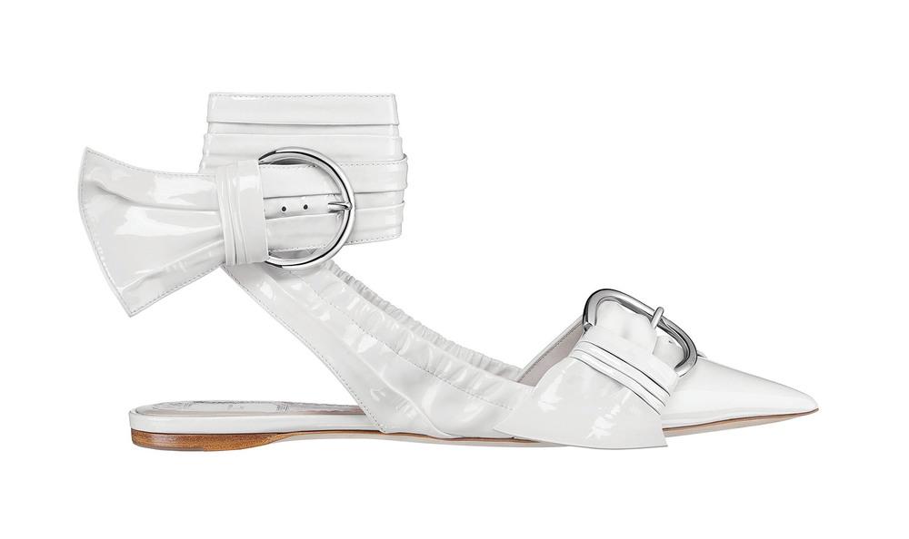 迪奧平底露跟白色漆皮女鞋  $1,040