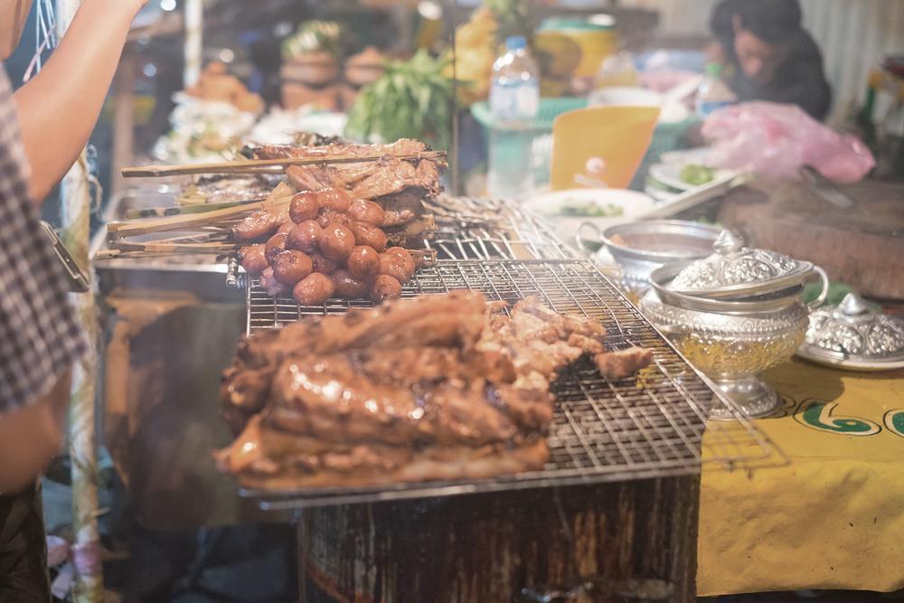 隨處可見的集市上的美味燒烤。(Gail Palethorpe / Shutterstock.com)
