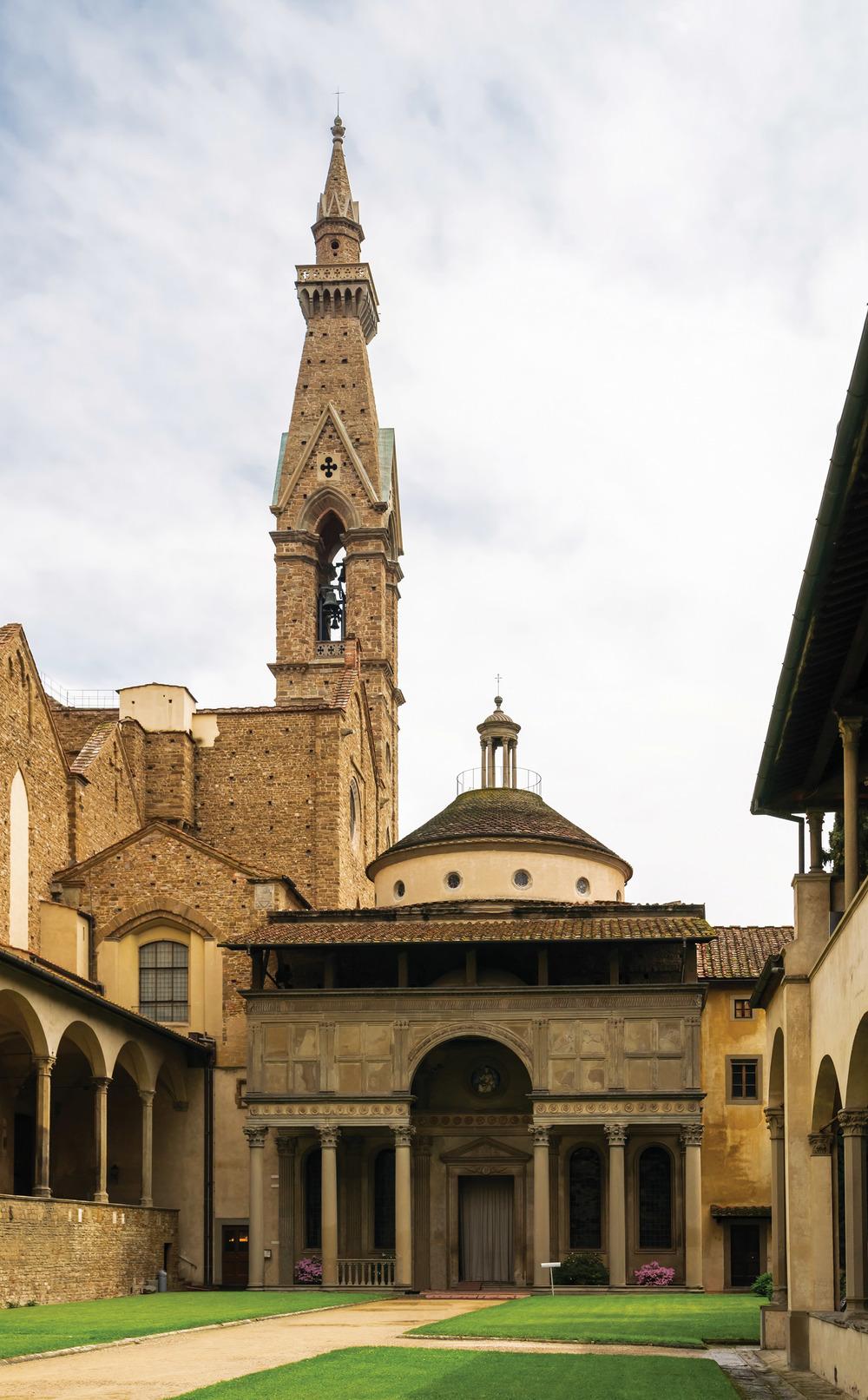 受到文藝復興時期人文主義思想的影響,佛羅倫薩的帕齊禮拜堂更加融入週圍的環境,體現出尊重自然的「天人合一」思想。 (Ralf Siemieniec / Shutterstock.com)