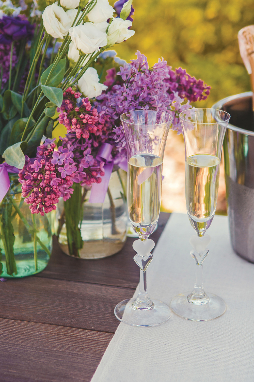 只有在法國香檳區,選用指定的葡萄品種,根據指定的生產方法流程所釀造的氣泡酒,才可標注為香檳。Finevector / Sutterstock.com