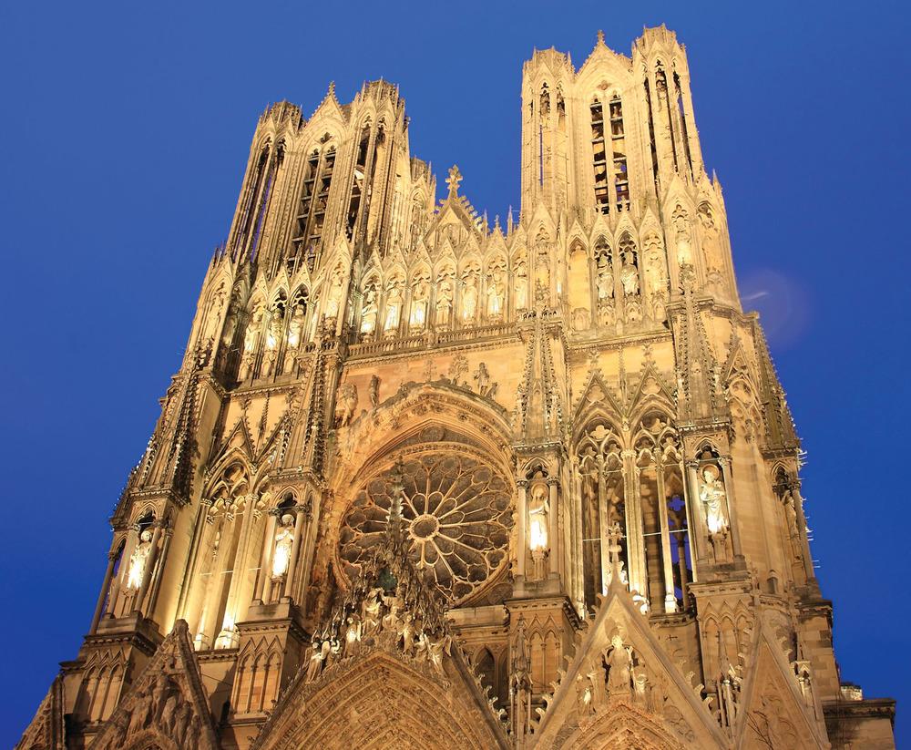 蘭斯大教堂夜景。mary416 / Sutterstock.com