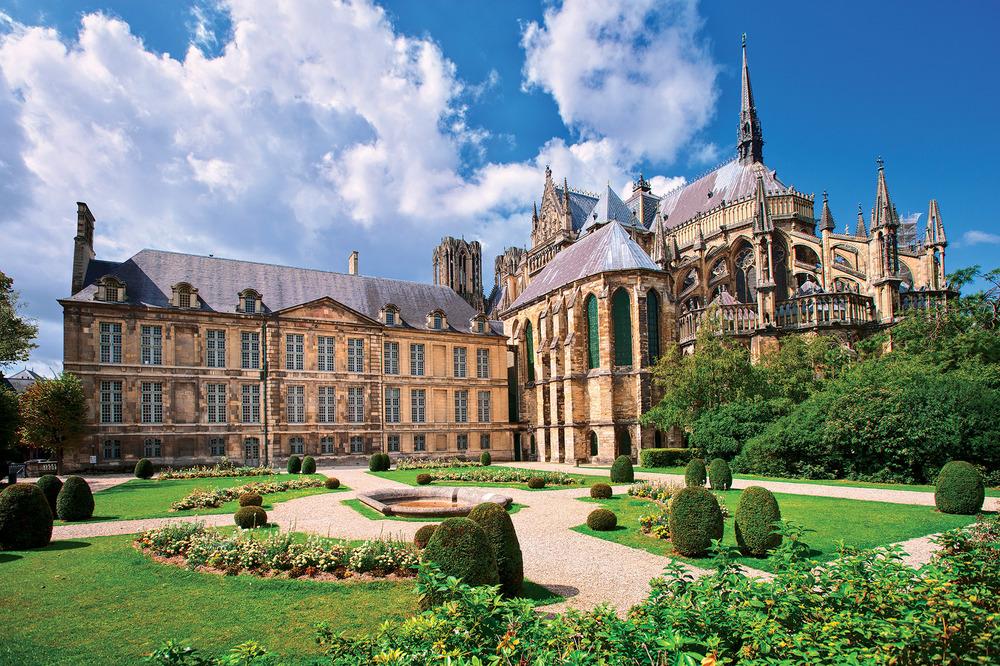 世界文化遺產,法國香檳大區首府蘭斯的主教座堂,蘭斯大教堂。Boris Stroujko / Sutterstock.com