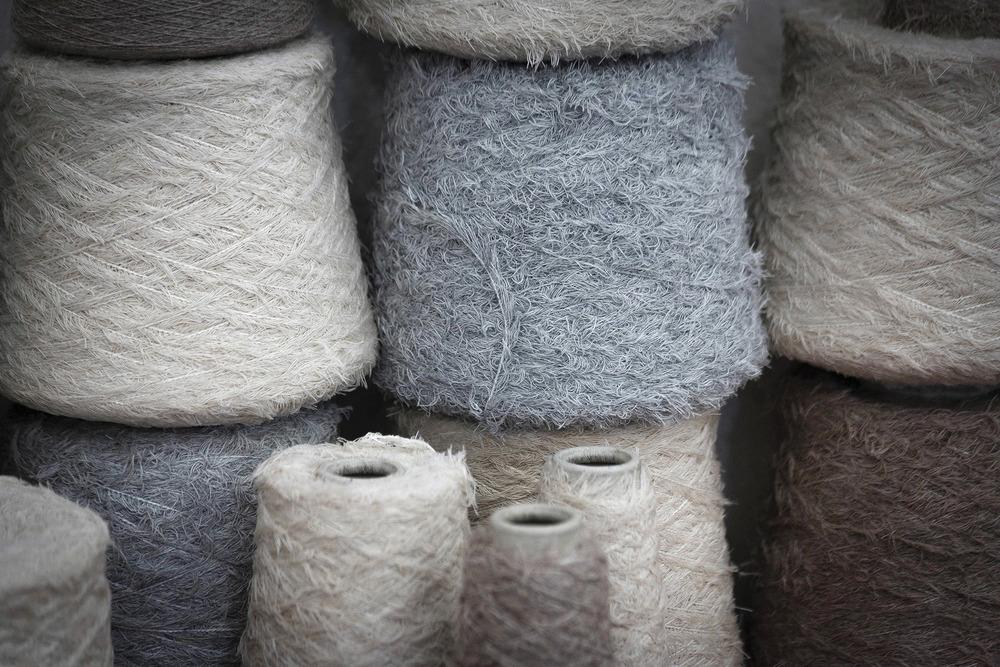 全世界最珍貴的纖維之一——羊絨,來自蒙古Hircus山羊,再經紡織之後,成為奢華的服裝材料。