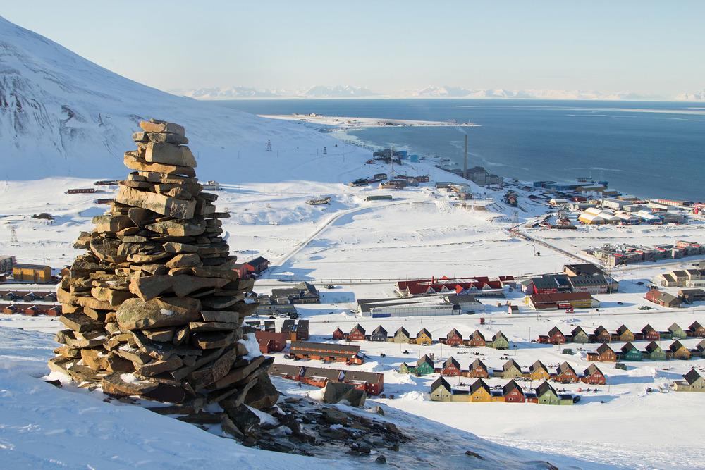 挪威城市朗伊爾城是全世界最北部的城市,一年有四個月看不到太陽。Aleksandr Lutcenko / Shutterstock.com
