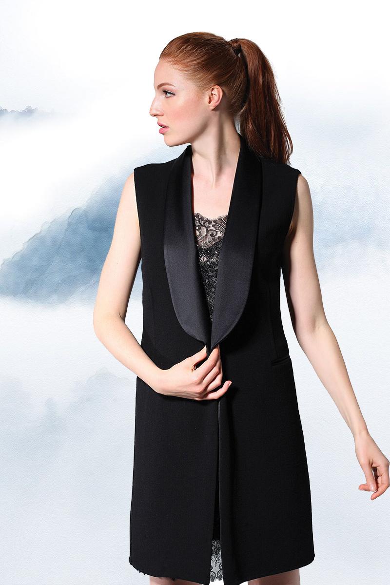 艾爾瑪諾.謝爾維諾 黑色繡花背心US $2,170  黑色蕾絲邊連衣裙US$ 4,730