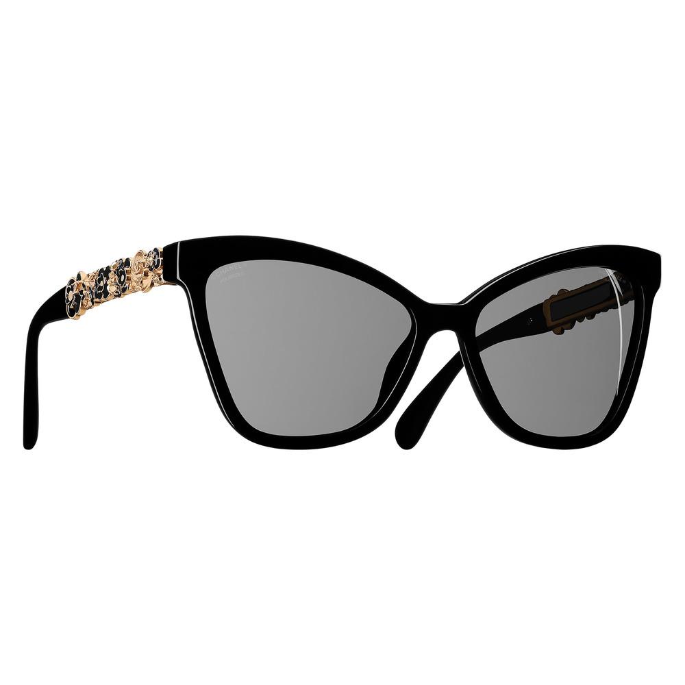 2.香奈兒太陽鏡 $1,325  黑色的鏡框,灰色的鏡面,外加帶有香奈兒標誌的精緻裝飾,彷彿緬懷著可可.香奈兒時代的經典傳奇。  At select  CHANEL boutiques