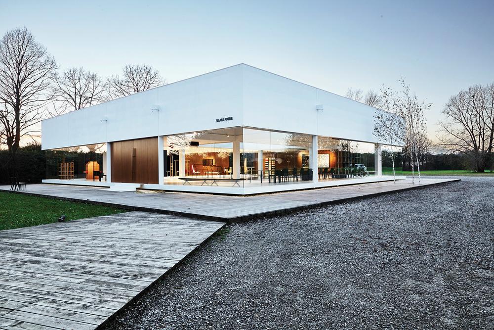 Ron為意大利奢侈家具品牌Molteni&C打造的玻璃屋。Photography by Albert Yee