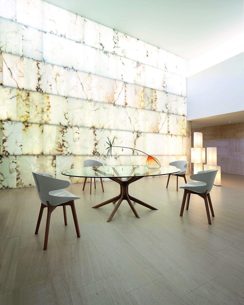 桌腿造型別緻的鋼化玻璃桌面圓桌  Roche Bobois Mangrove Dining Table, Starting at $8,990 At Roche Bobois, (604) 633-5005, roche-bobois.com