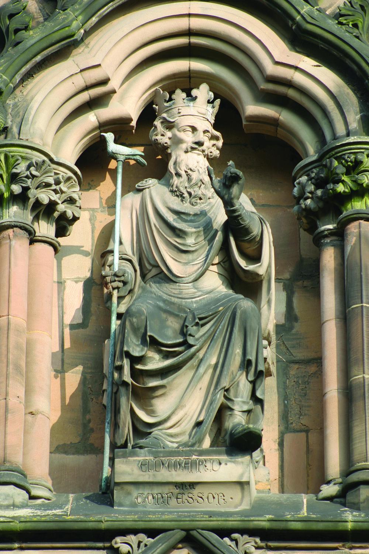 利奇菲爾德大教堂內的英國國王愛德華的雕像。A.C.Jones / Shutterstock.com