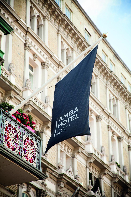 觀景最佳棲息地:查令十字安巴酒店  從查令十字安巴酒店可以俯瞰倫敦中區的歷史經典。步行可至英國國家畫廊、大本鐘和議會廳等經典景點。酒店的裝飾風格非常古典,可以讓您在享用現代設施便利的同時,充份體會英式的古典風格。