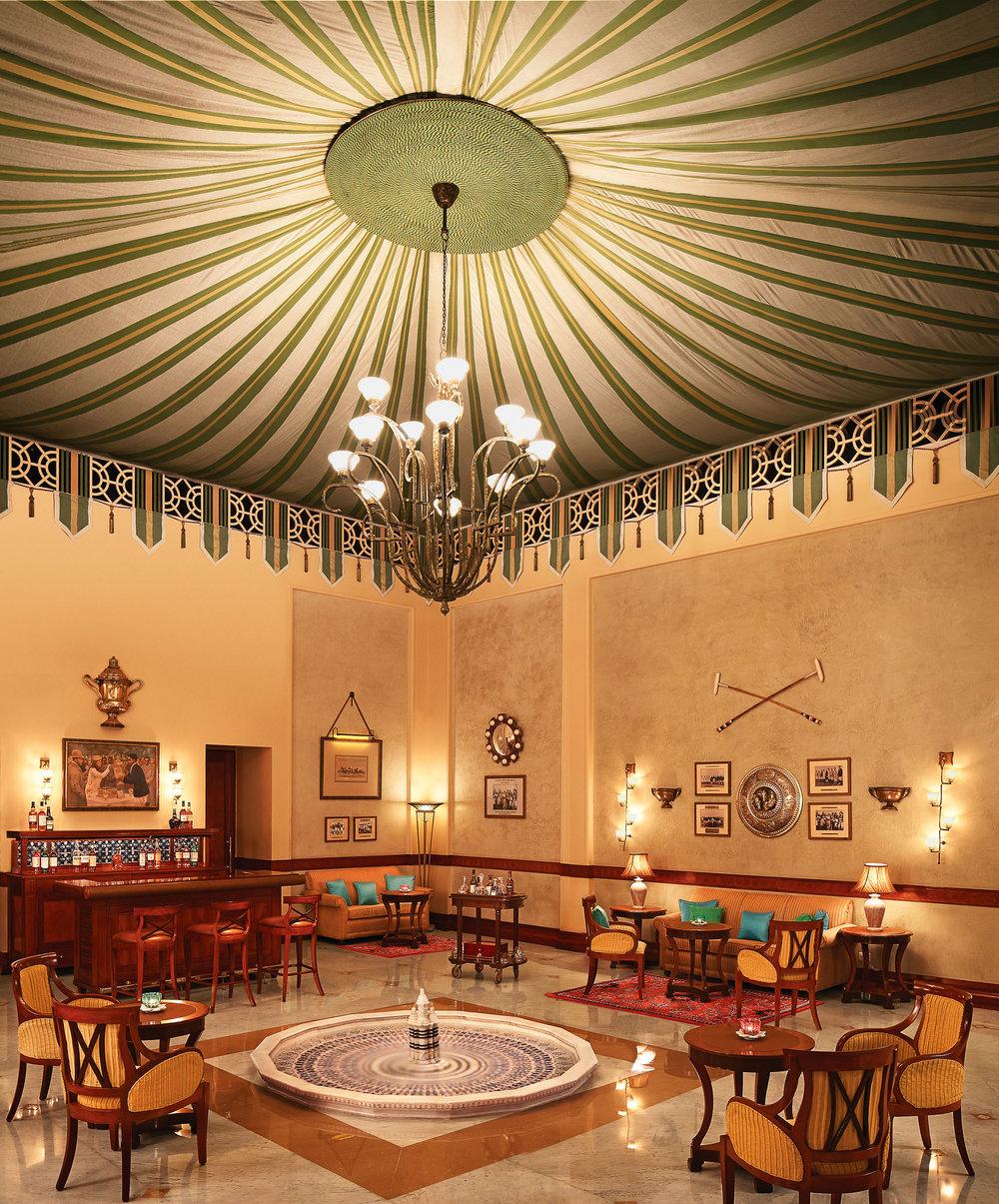 倫巴宮殿酒店內的「馬球酒吧」,這裏的服務生會很願意與您分享印度馬球隊的傳奇故事。Photo courtesy of Taj Hotels Resort and Palaces