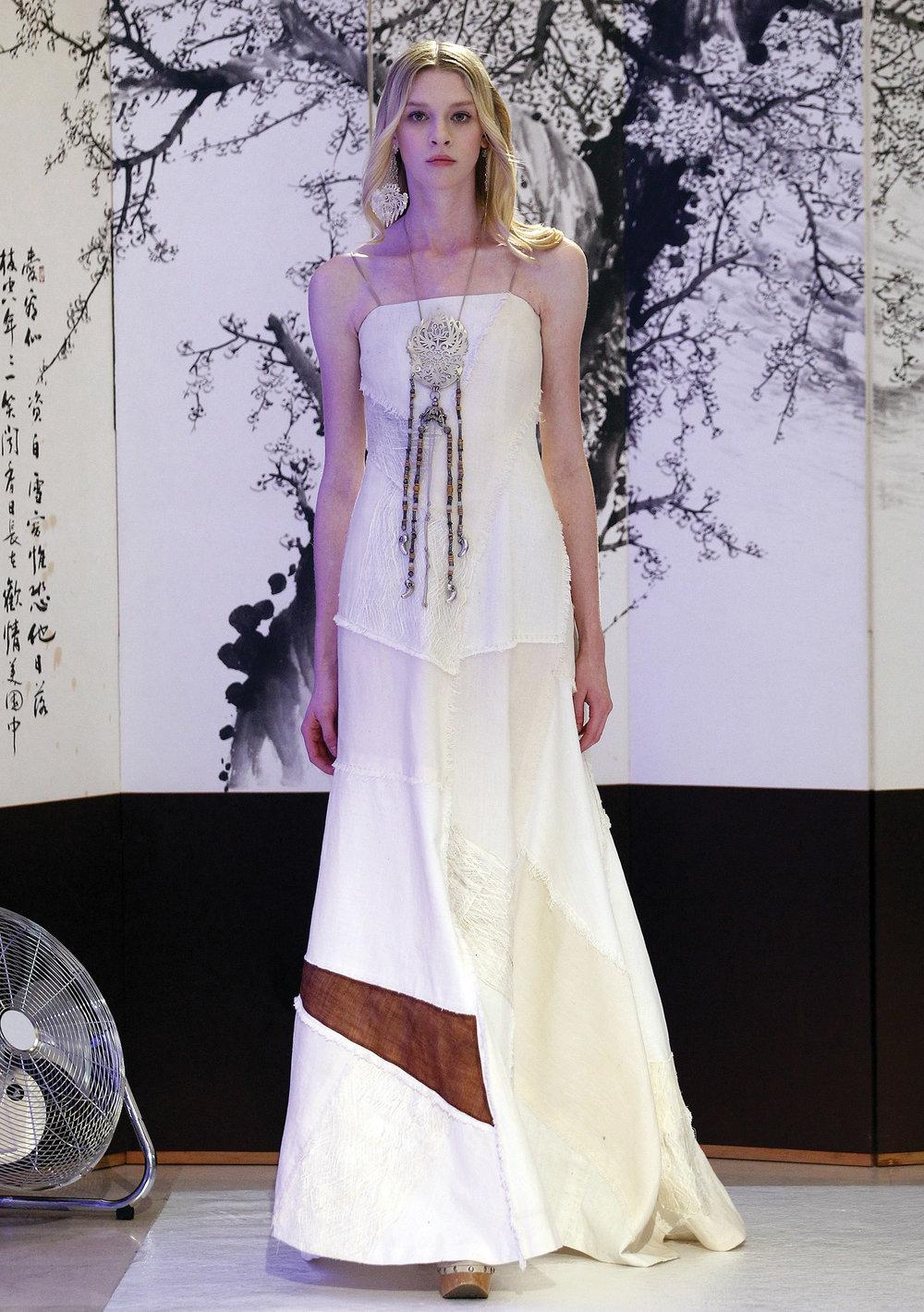 保留韓服傳統元素,又融入改良的現代元素,李英熙2016-2017秋冬高級定製時裝秀再次令人驚艷。