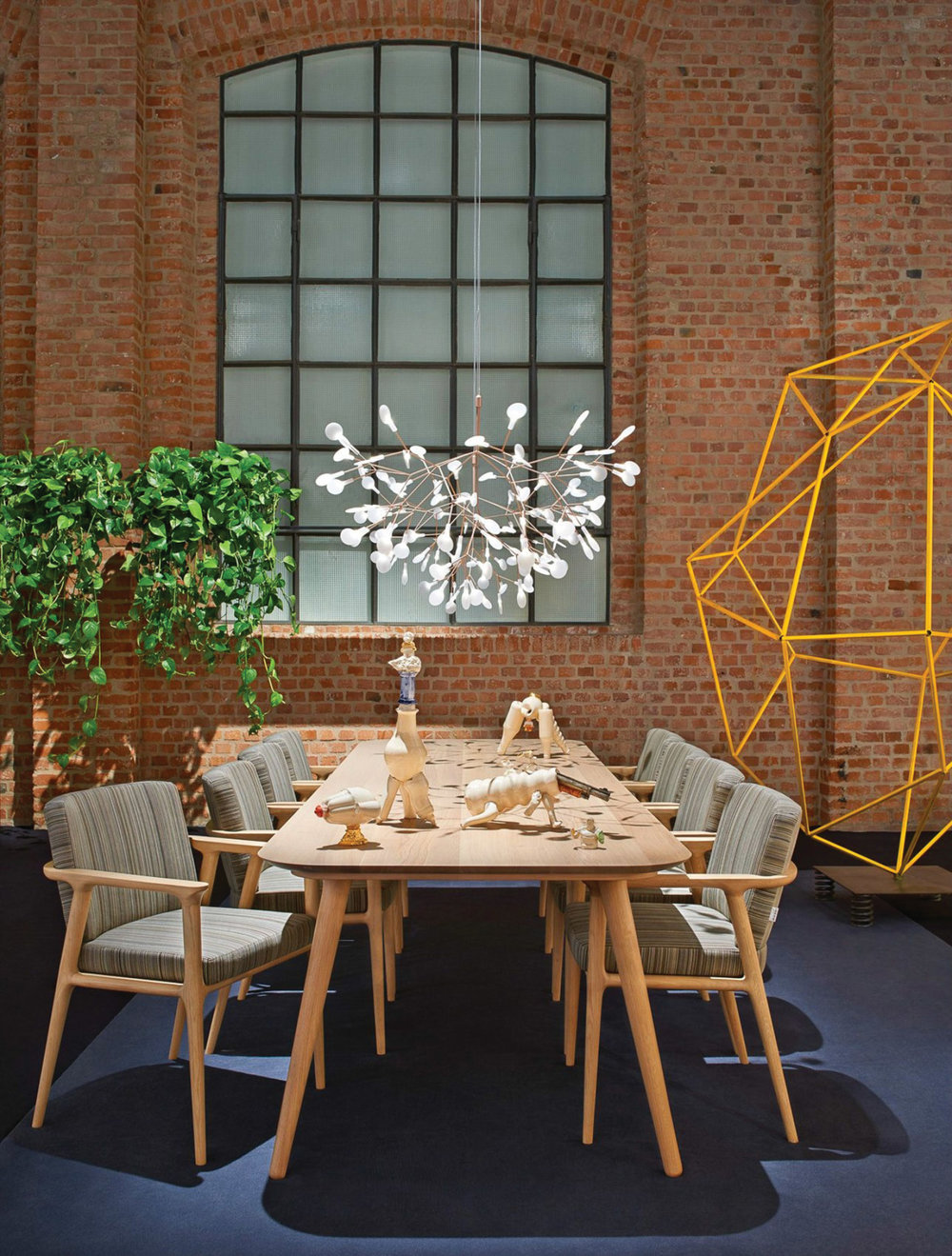 木質現代設計餐桌 $6,891  餐椅 $1,858  At Livingspace, (877) 683-1116,  livingspace.com