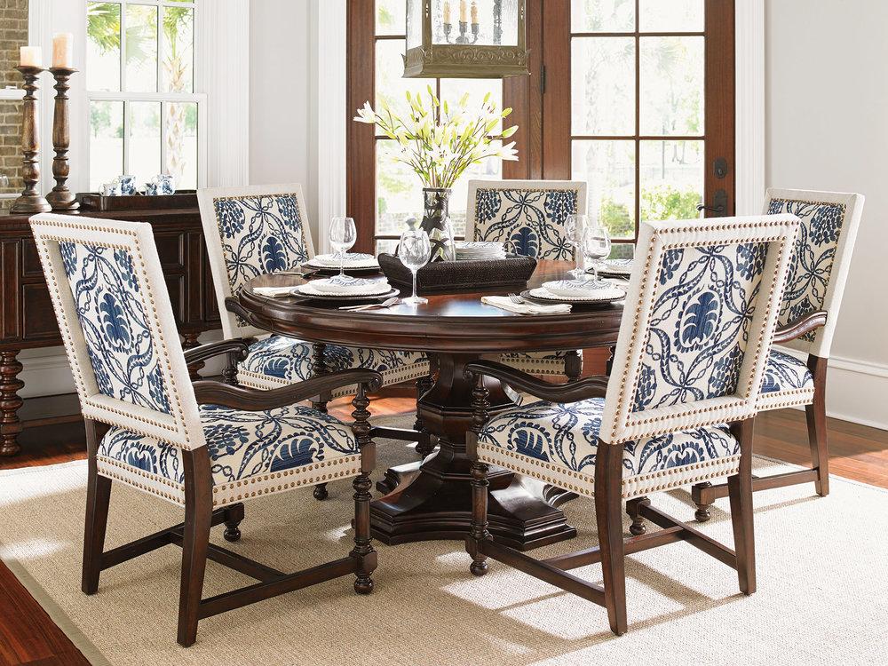 木質古典造型餐桌 $4,495   青花圖案扶手餐椅 $999  At Paramount Furniture, (604) 273-0155  paramountfurniture.ca