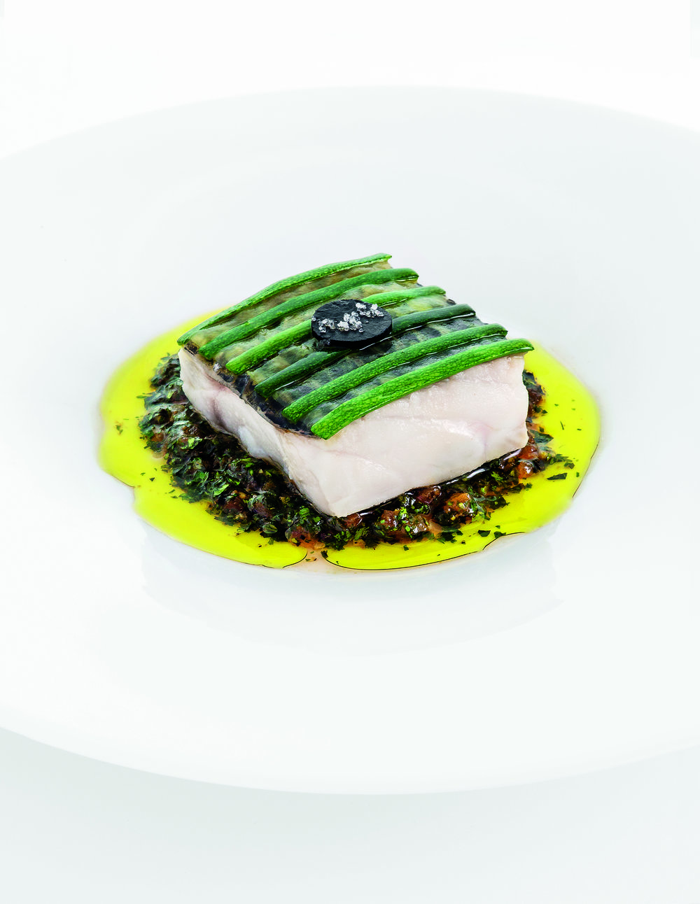 餐廳裏的招牌菜—— Lucie Passédat祖母鱸魚。