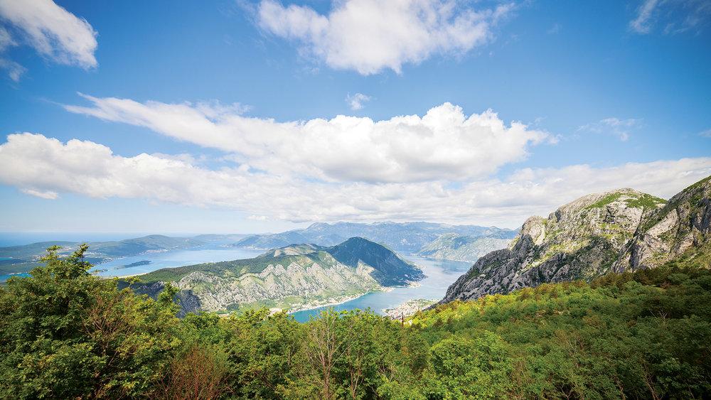 從洛夫岑國家公園遙望科托爾灣的壯麗景色。Pozdeyev Vitaly / Shutterstock.com