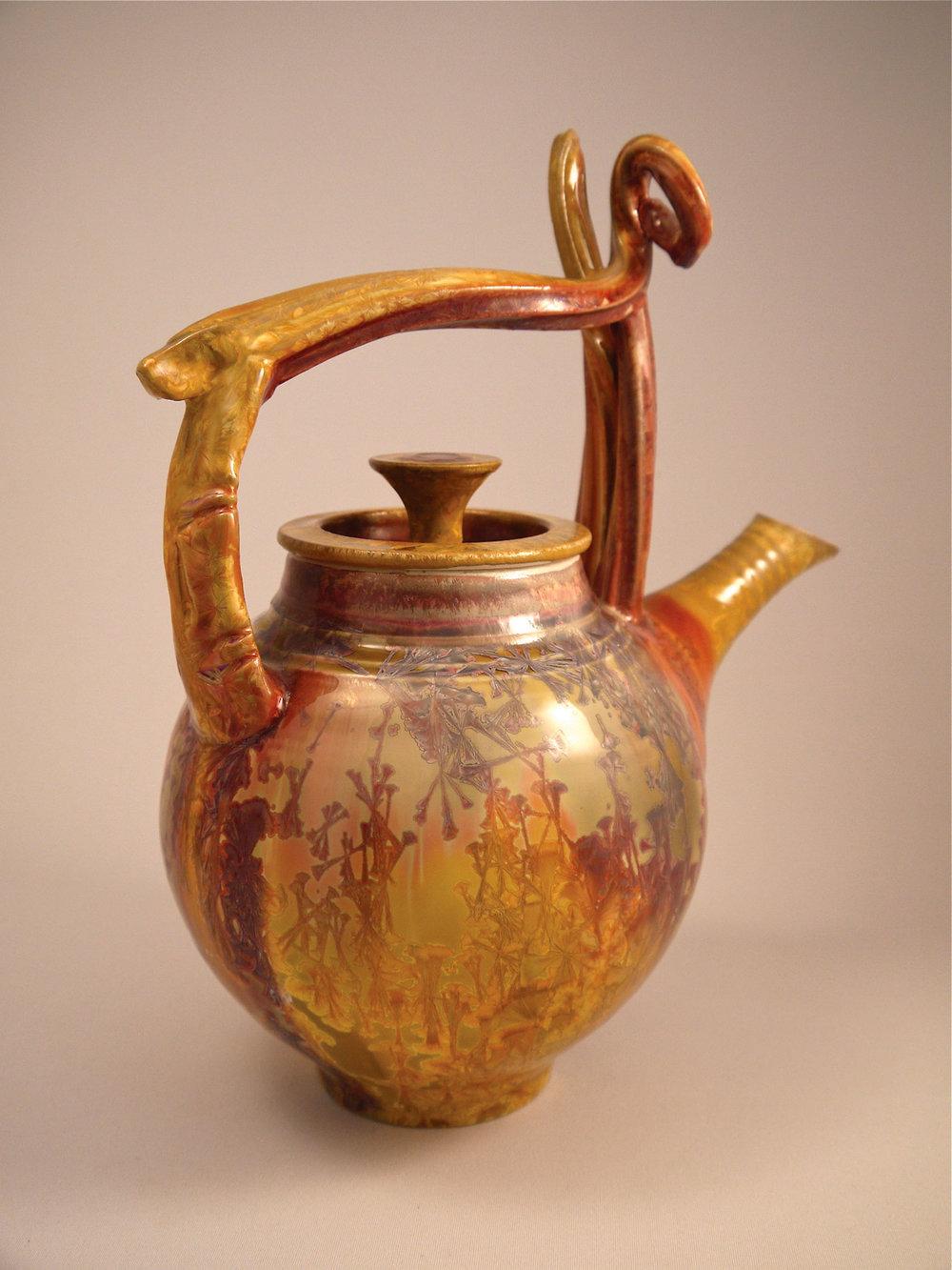 裝飾精美的茶壺旨在向日本傳統茶道致敬。