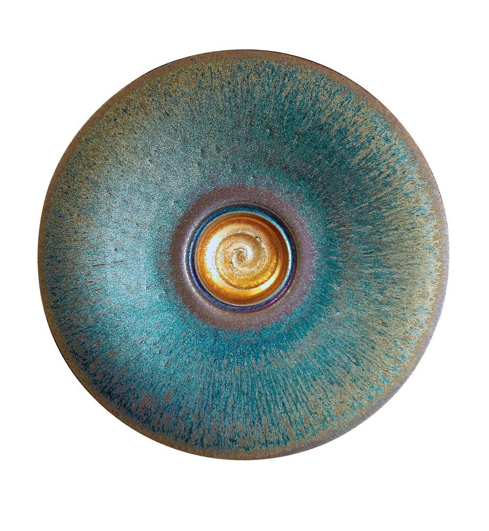 燒製於Gordon Hutchens丹曼島工作室的陶瓷作品,表面上有著獨特的紋理和光澤。Photo by Gordon Hutchens
