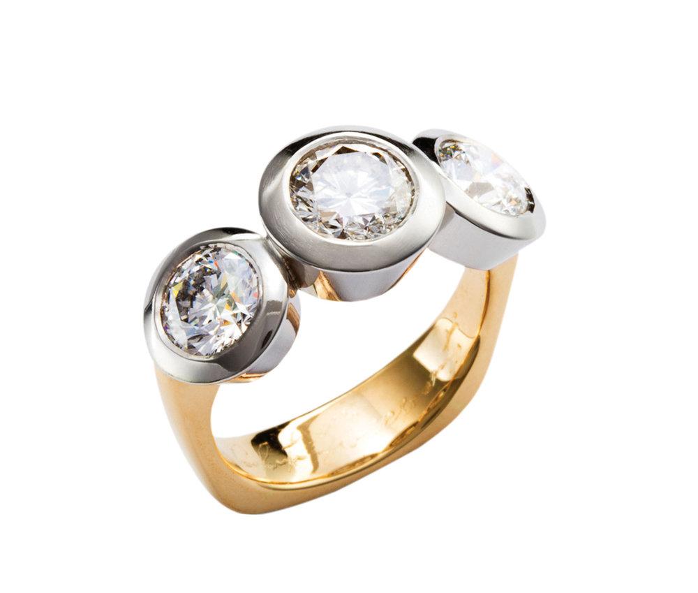 精心打磨和拋光的黃金戒圈源於意大利傳統珠寶設計。Photo by Eydís Einarsdóttir