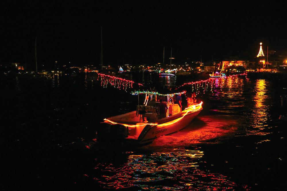 在聖克魯瓦島上,花船巡遊為長達一個月的加勒比聖誕季拉開了序幕。