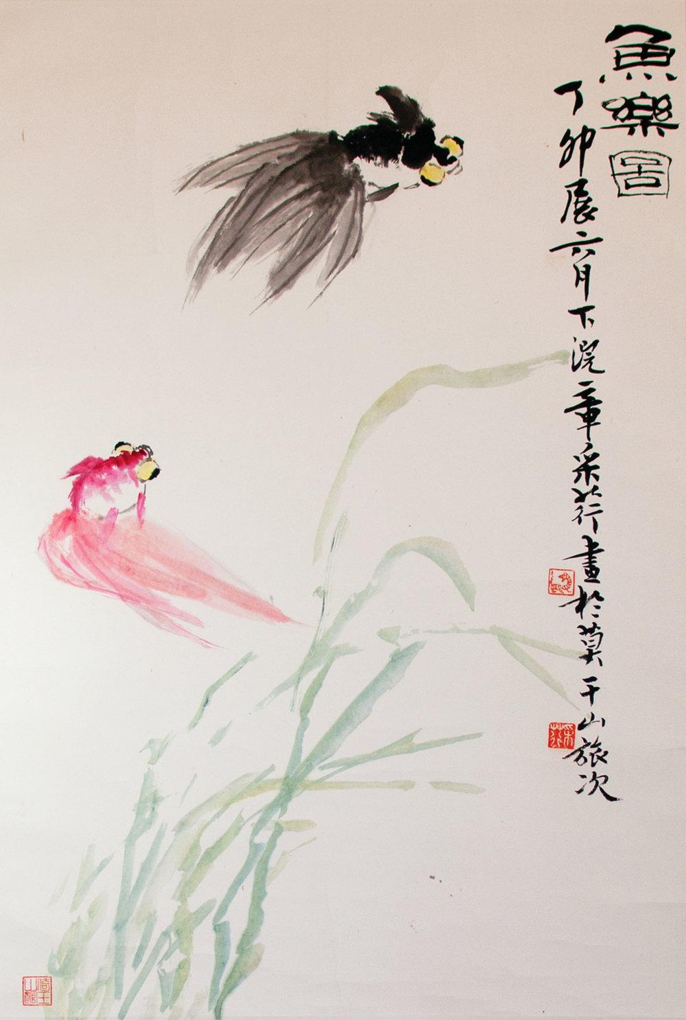 章翠英女士作品《悠閒》,寥寥數筆描繪出栩栩如生的游水金魚。